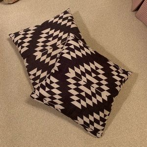 Pair of throw pillows geometric pattern